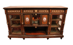 AN UNUSUAL 19TH CENTURY EDWARDIAN CREDENZA/SIDE BOARD, with burr walnut, and ebonsied borders, decorated all over with miniature porcelain plaques