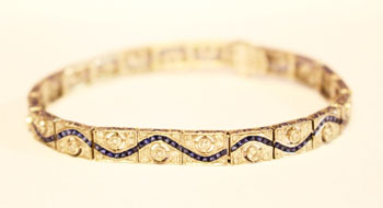 AN 18CT WHITE GOLD ART DECO SAPPHIRE AND DIAMOND BRACELET